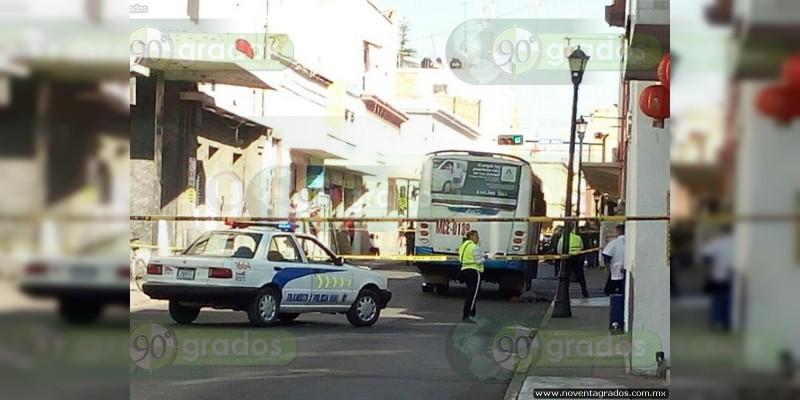 Muere mujer arrollada tras bajar de camión en Celaya, Guanajuato