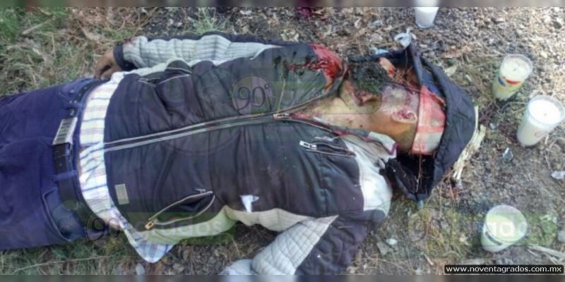Hallan a militar muerto en terracería de Ario de Rosales, Michoacán