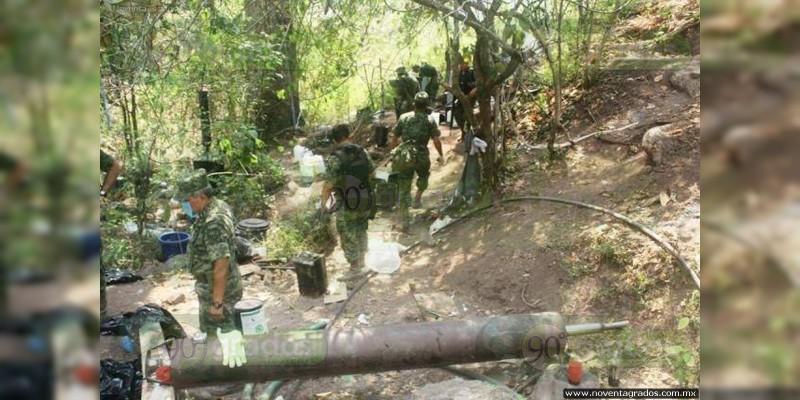 Aseguran laboratorio clandestino en sierra de Jalisco