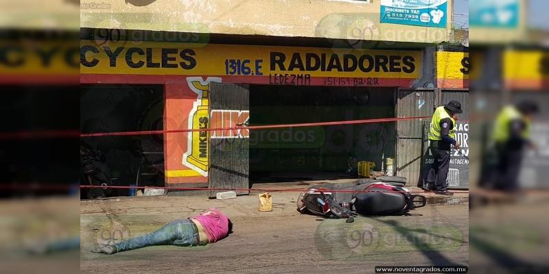 Muere joven motociclista al chocar contra camión en Zamora, Michoacán