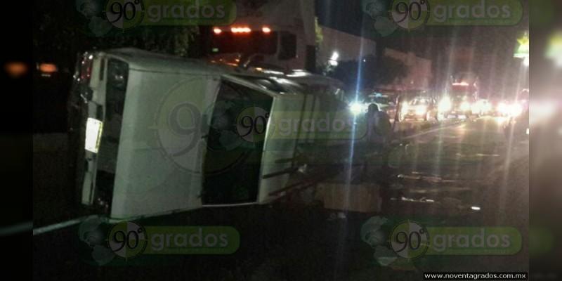 Tráiler ocasiona choque múltiple en Morelia, Michoacán