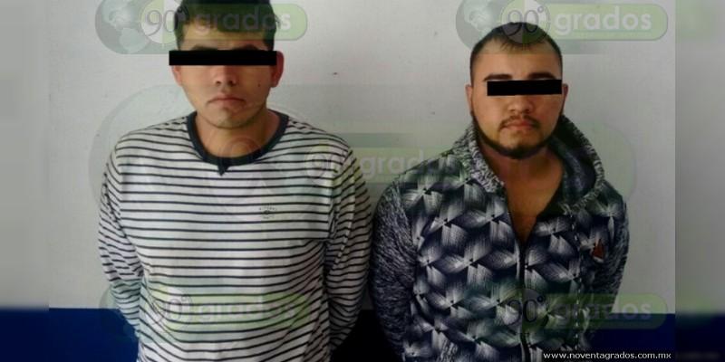 Detienen a dos presuntos miembros del CJNG en Puruándiro, Michoacán