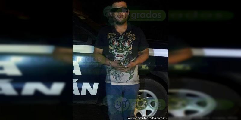 Detienen a sujeto con munición y moto robada en Uruapan, Michoacán