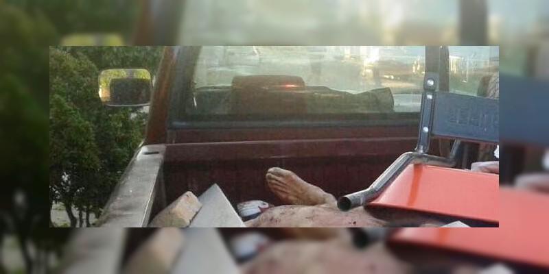 Abandonan camioneta con seis cadáveres en Guadalajara