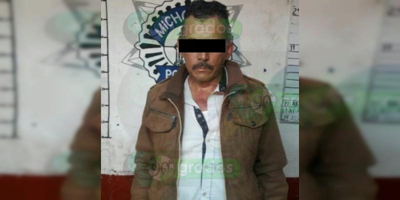 Detienen a sujeto armado y recuperan un vehículo en Ario, Michoacán