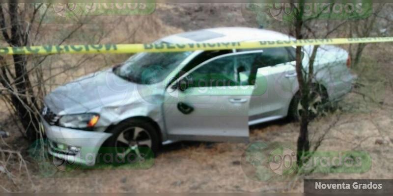 """Rafagueado encuentran auto que sería de """"El Cukín"""", en La Huacana"""