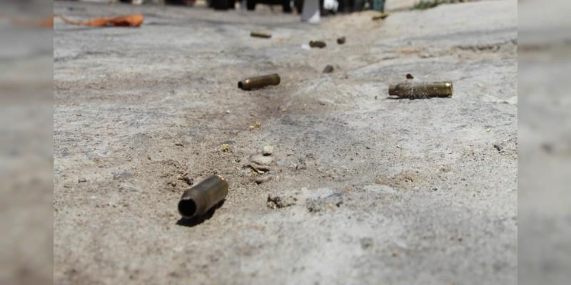 Aseguran camioneta y arma tras balacera en Villamar; hay un policía herido