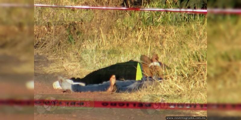 Justiciero somete, arrodilla y ejecuta a dos asaltantes en Tecámac, Estado de México