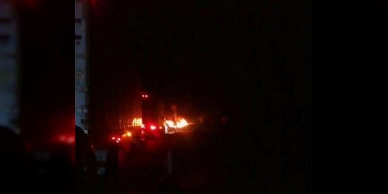 Explotan camión y pipa en choque en la Siglo XXI, reportan dos muertos
