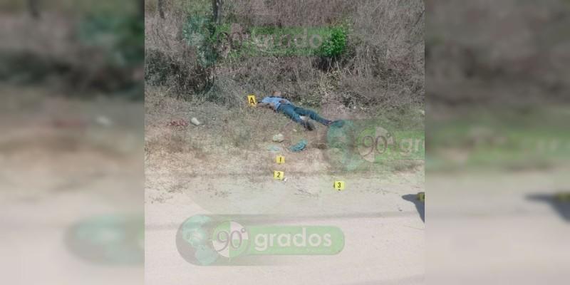 Encuentran cadáver en terracería en Zihuatanejo, Guerrero