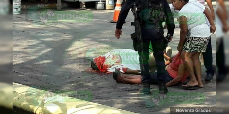 Balean a dos hombres en Zihuatanejo, Guerrero; hay un muerto y un herido