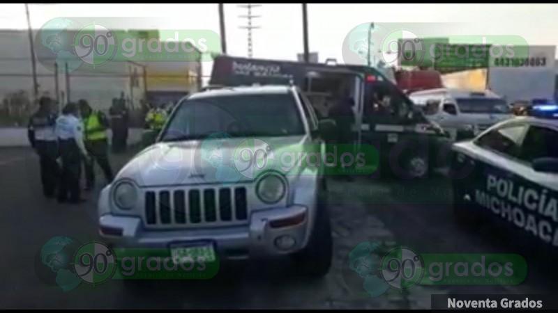 Tren impacta una camioneta en Morelia, Michoacán, hay una herida