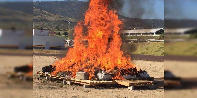 PGR incinera 280 kilos de cocaína y una tonelada de marihuana en Morelia