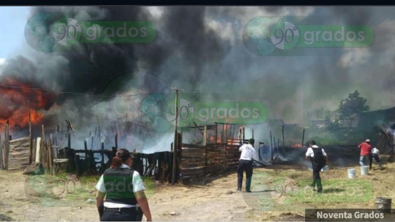 Incendió consume 10 viviendas en Morelia, Michoacán