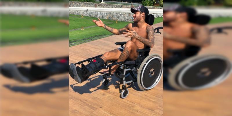 Critican a Neymar por burlarse de Stephen Hawking