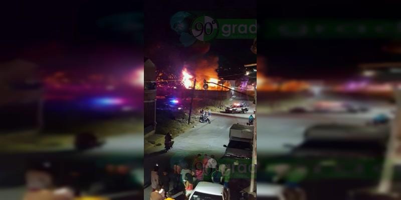 Incendio consume bodega de vehículos en Sahuayo, Michoacán