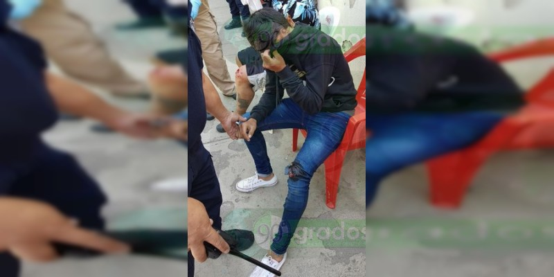 Lesionados dos motociclistas tras chocar en Zamora, Michoacán