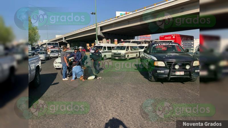 Choca motocicletacontra patrulla en Morelia, Michoacán