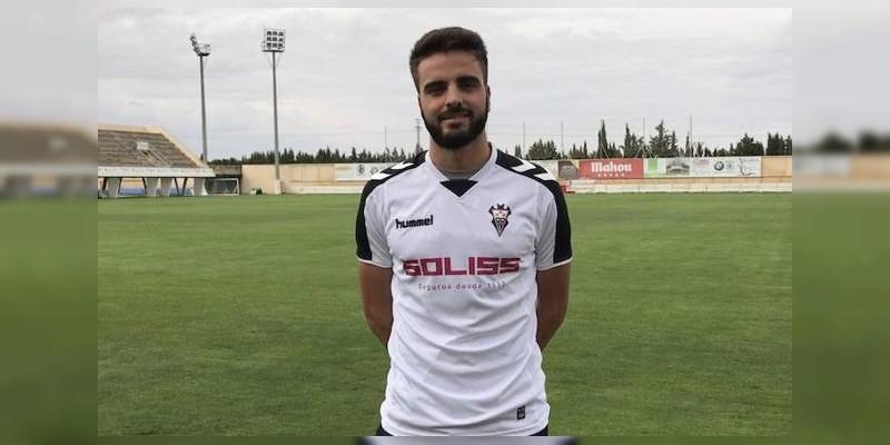 Futbolista español sufre fracturas tras caer de 3 pisos en un hotel