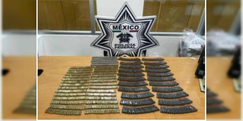 Decomisan en aeropuerto más de mil cartuchos con destino a Aguililla, Michoacán