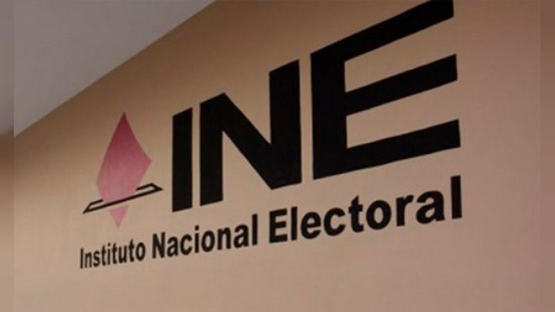 Se roban dos camionetas del INE en Apatzingán, Michoacán