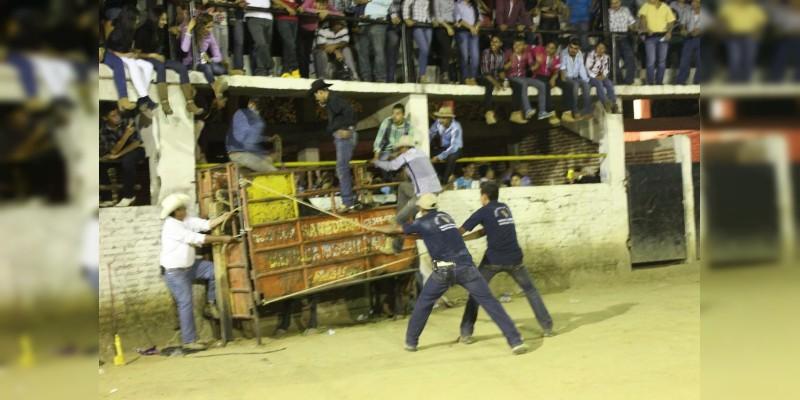 Muere jinete aplastado por un toro en La Huacana