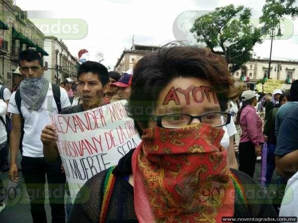 Arriban normalistas al Centro Histórico de Morelia