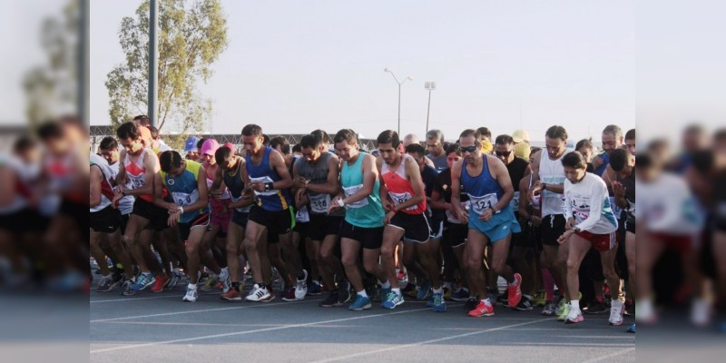 Incrementa la participación de los deportistas en la carrera antorchista