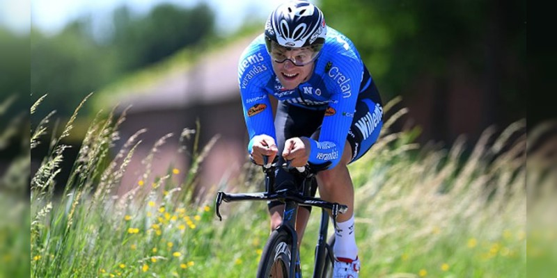 Ciclista muere en plena competencia en París
