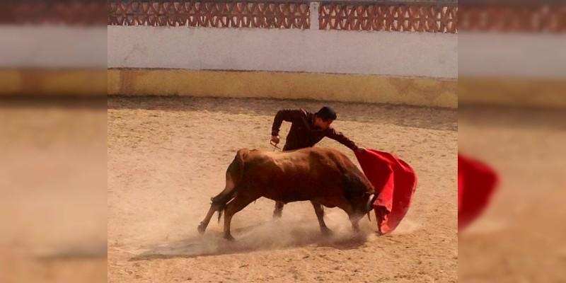 Juan Chávez el pincela gran faena a toro castaño de Gonzalo Vega