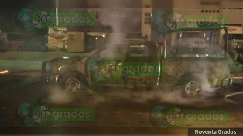 Detienen a 3 con droga, incendian patrulla en Jacona, Michoacán