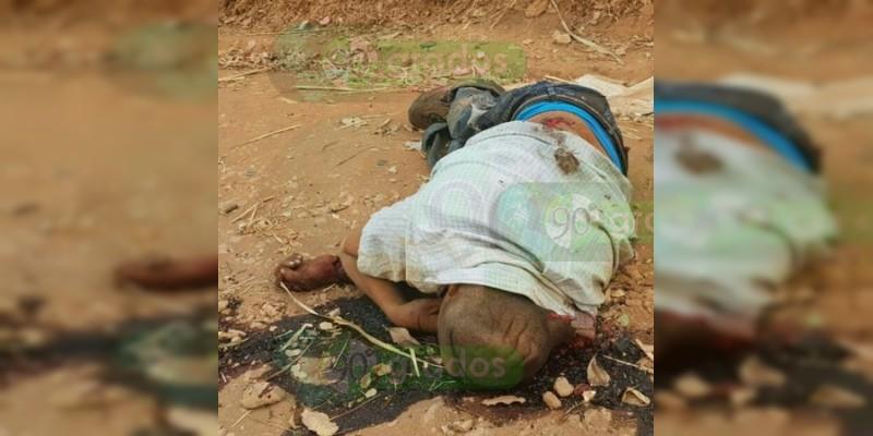 Hallan cuatro cuerpos dentro de un vehículo calcinado en Taretan, Michoacán