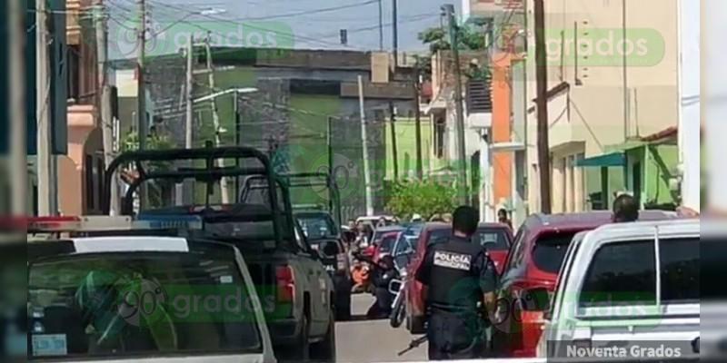 Exmilitar dispara contra policías y se atrinchera en su casa en Irapuato, Guanajuato