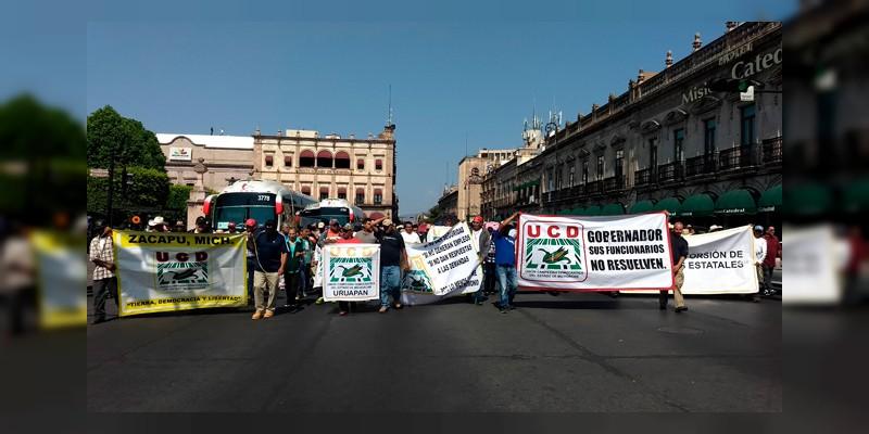 UDC bloquea la avenida Madero en Morelia
