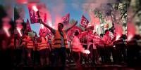 Miles de franceses protestan contra las Reformas de Gobierno