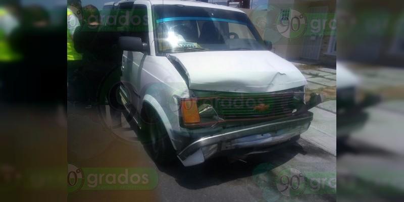 Un niño y un adulto lesionados tras choque en Morelia