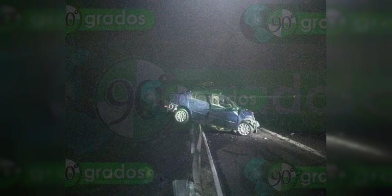 Mueren 6 personas tras choque entre tráiler y auto en la Autopista Siglo XXI