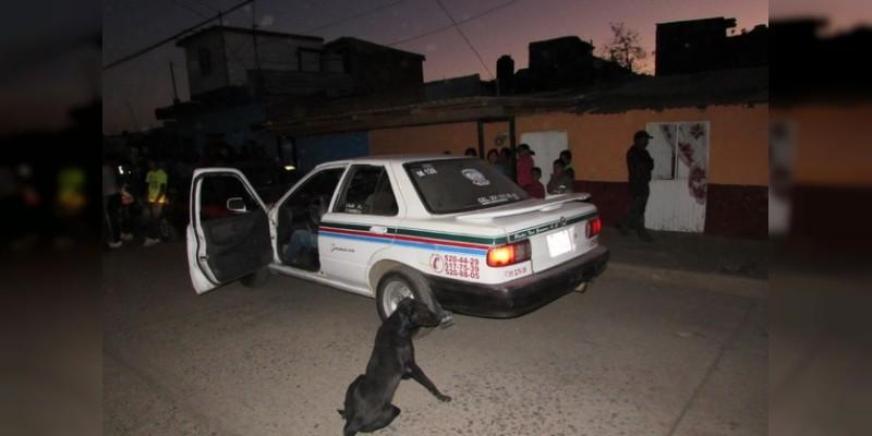 Asesinan a chofer y lo dejan dentro de taxi en Acapulco, Guerrero