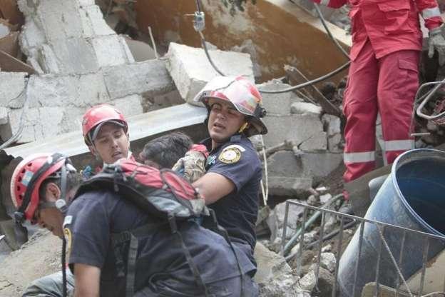 Deslave en Guatemala deja al menos 10 muertos y 100 desparecidos