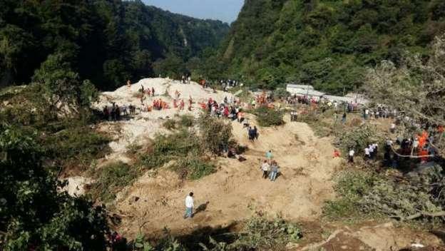 Continúan desaparecidas más de 600 personas tras alud en Guatemala