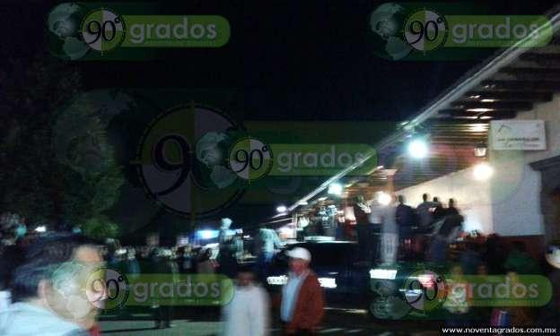 Pobladores destrozan patrullas de la PF en Tancítaro; exigen salida de federales