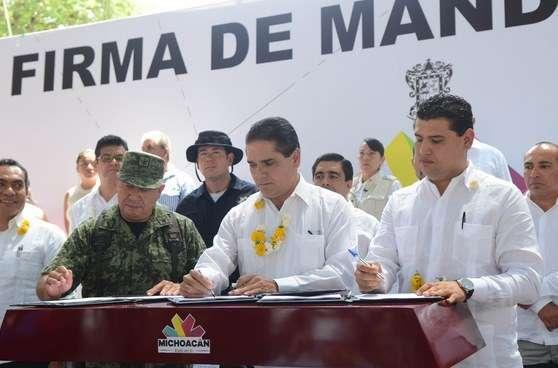 Silvano Aureoles inicia en Tuzantla las firmas del Mando Único Policial