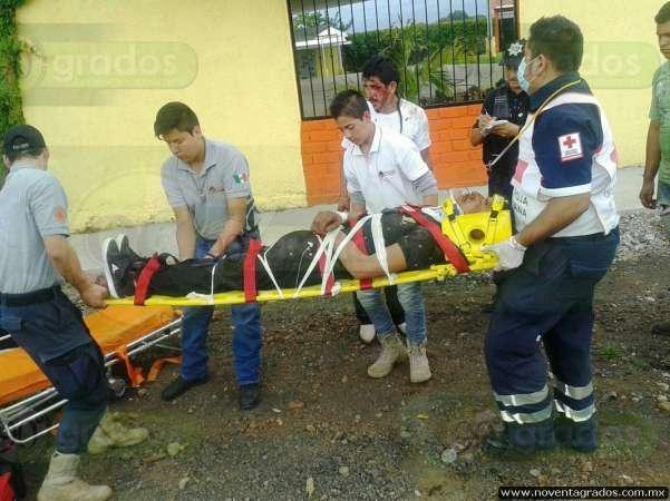 Conductor impacta a motociclistas en Los Reyes, Michoacán; hay dos lesionados graves