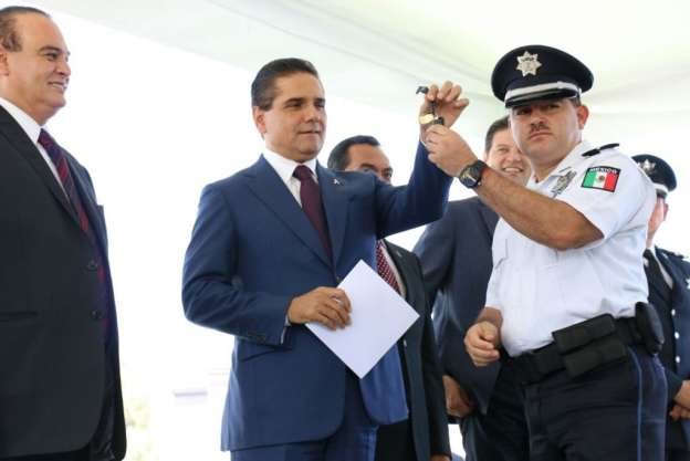 Anuncia Silvano Aureoles aumento del 100 por ciento de salario a cuerpos policiacos