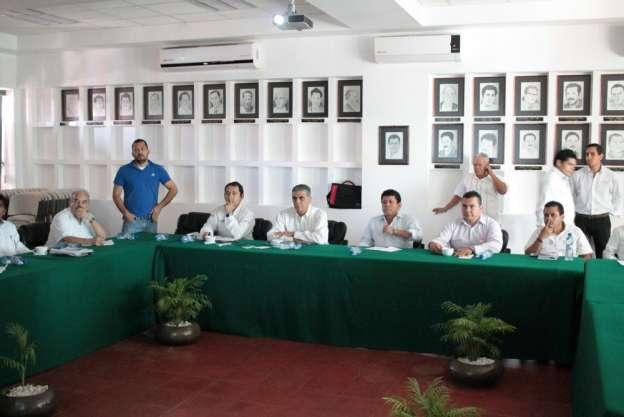 Por ataques de cocodrilos, restringirán acceso a esteros de Lázaro Cárdenas, Michoacán