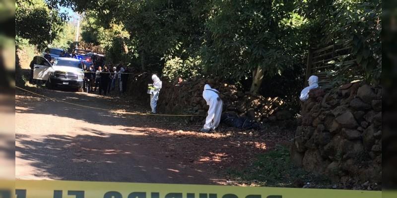 Hallan dos cadáveres sobre camino de tierra en Juventino Rosas, Guanajuato