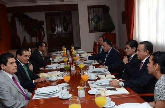 Silvano Aureoles se reúne con cordinadores parlamentarios del Congreso de Michoacán