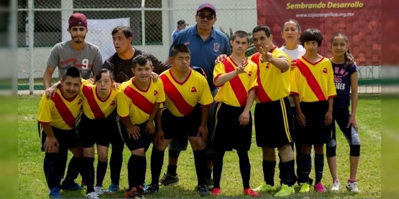 Reconoce Ayuntamiento y DEAMO, a Selección Michoacana de Futbol Sala con Síndrome de Down