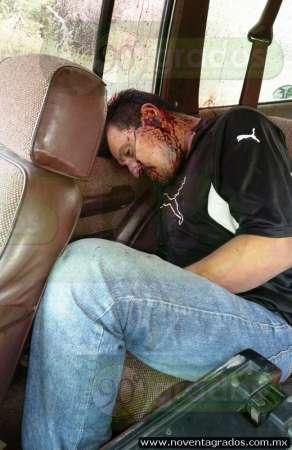 Hallan a hombre ejecutado al interior de camioneta, en Múgica, Michoacán