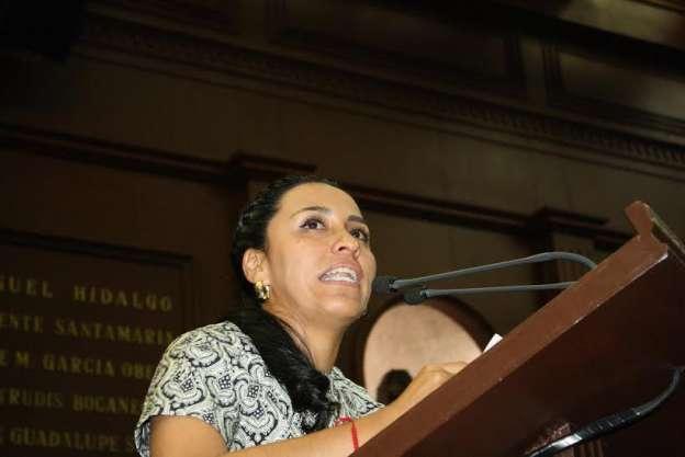 Señala Mary Carmen Bernal como terrible que Gobierno haya participado en desaparición de  normalistas